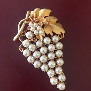 Vintage grapes bunch pearl gold tone pin